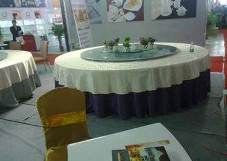 餐桌台布设计_实木折叠电动餐桌椅图片
